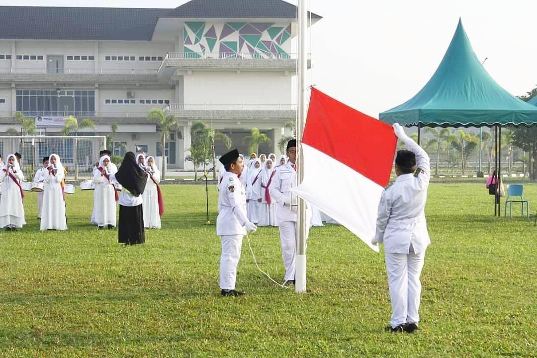 tim pengibar bendera al-azhar asy-syarif sumatera utara